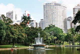 Parque Municipal Américo Renné Giannetti by Thalita Rodrigues