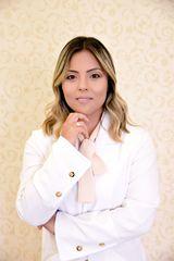 Dra Paula Oshiro by Dra Paula Oshiro