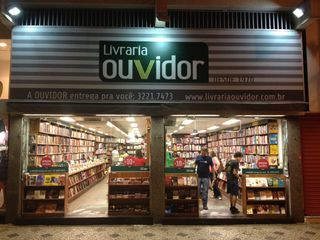 Livraria Ouvidor-Savassi - Funcionários by Bernardo Dantas