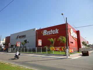 Bistek Supermercado by Thomas Cavalcanti Coelho
