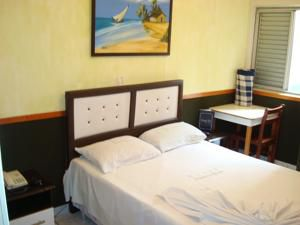 Alameda Park Hotel by Glenford J. Myers 7