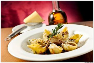 Zucco Restaurante by Thais Pepe Paes