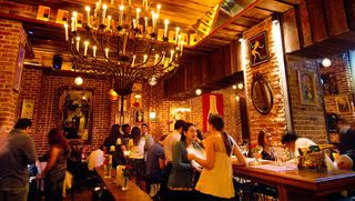 Charleston Bubble Lounge by Apontador