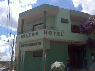 Hotel e Restaurante do Milton by Nayara Silva