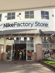 best service 5b58f 8dc28 Nike Outlet by Vivian Gon ...
