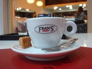 Foto de  Frans Café Station Centro Empres. do Aço - Vila Guarani enviada por Marcelo Bogobil em 02/04/2014