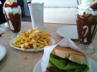 Foto de  Blooming Burger e Burning Delivery enviada por Apontador em