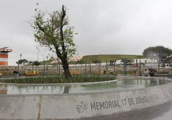 Foto de  Praça Memorial 17 de Julho enviada por Su em