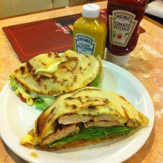 Foto de  Blooming Burger e Burning Delivery enviada por Nádia Ribeiro De Lima em 08/10/2014