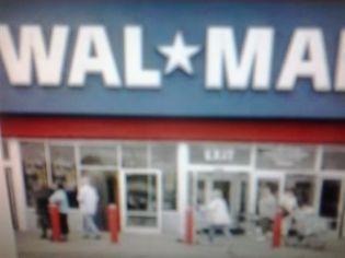 Foto de  Wal Mart - Washington Luis enviada por Milton De Abreu Cavalcante em 25/11/2013