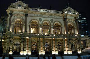 Foto de  Teatro Municipal de São Paulo enviada por Camila Natalo em 11/02/2014