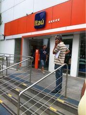 Foto de  Banco Itaú - Agência Vila Olímpia enviada por Adriano Kuik em 20/12/2013
