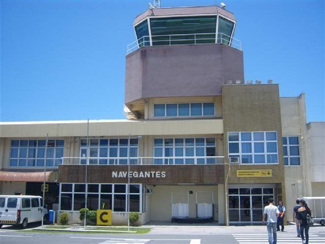 Resultado de imagem para aeroportos de Navegantes