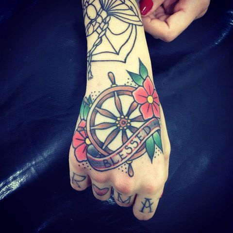 Old lines tattoo shop savassi belo horizonte for Tattoo shops 24 hours